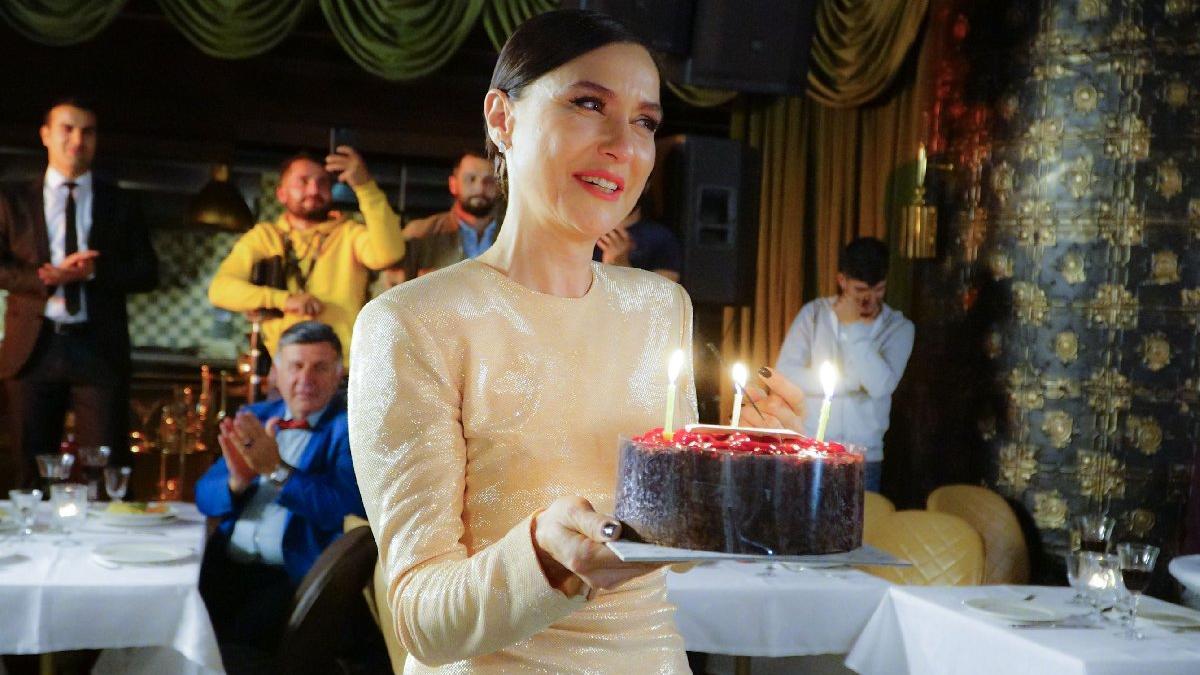 """Şevval Sam'ın Doğum Günü İçin İlk Kutlama Prenses'ten Geldi! Ünlü Oyuncunun """"Prenses"""" Adını Verdiği Sevimli Karavanı Görenleri Gülümsetiyor…"""